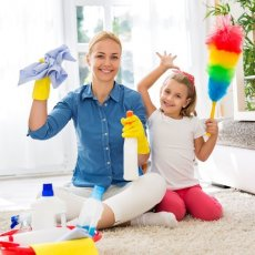 Italian speaking Live-in Nanny Housekeeper Holland Park £600 npw