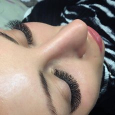 EYELASH EXTENSIONS / TEETH WHITENING