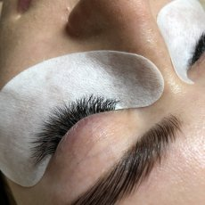 Classic and Volume Eyelash Extensions