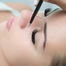 Mobile eyelash extensions from £35 - North London