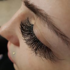 £40 FULL SET- Russian Volume Eyelash Extensions