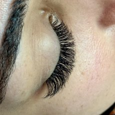 Mobile Eyelash Extension Specialist