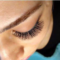 Classic Eyelashes Extensions and Henna Eyebrows