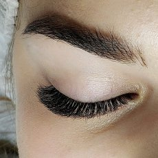 Eyelash Extension Specialist