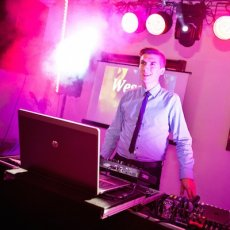 DJ FOR HIRE MOBILE DJ